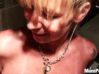 巨乳美洲獅他媽的在淋浴bts