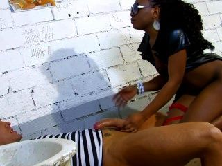 黑西班牙警察操她的囚犯