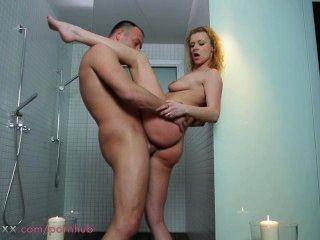 媽媽夫婦在淋浴做愛