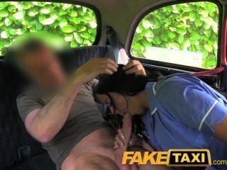 faketaxi淘氣護士在出租車供氣