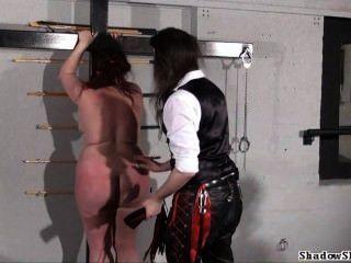 bbw鞭打nimue在硬核地牢打屁股的肥胖業餘奴隸