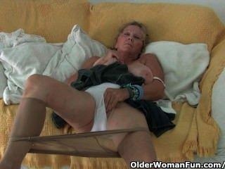 奶奶與大山雀手淫在褲襪
