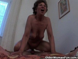 公雞飢餓的祖母愛肛門性