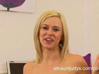 anna喜悅在辦公室接受采訪後得到飢渴和手淫