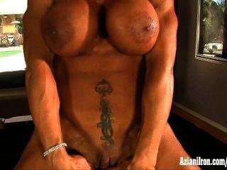 肌肉色情演員rhonda lee傳播和戲劇與她的陰蒂