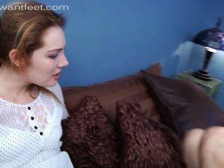 熱的女孩偷偷地愛她的臭腳的懲罰