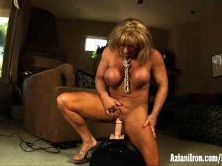 大肌肉,大陰蒂和大強烈的性高潮