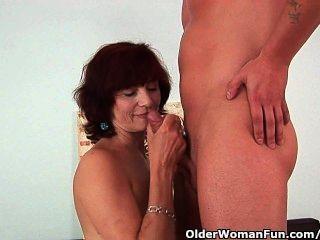 奶奶得到一個好他媽的和奶油面部