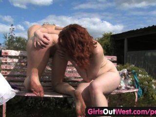 女孩出西方女同志相互指法