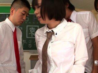 erito女小學生給她口頭介紹