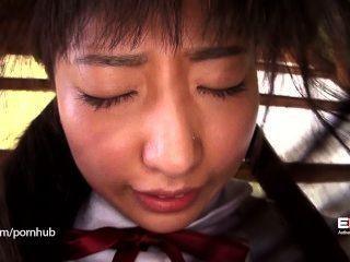 erito害羞的學校女孩打開