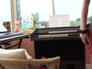 鋼琴老師讓課程更親切