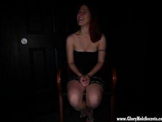 gloryhole秘密性感的紅發男女愛硬公雞1