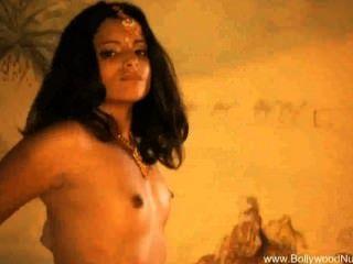 從寶萊塢的異國情調的肚皮舞者