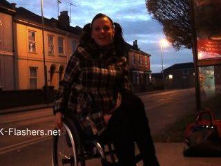 paraprincess室外露面和閃光輪椅寶貝展示