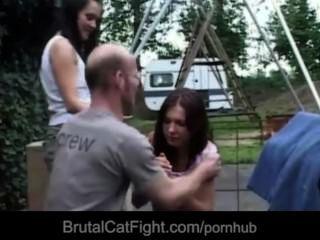 hussy陰部導致catfight和得到性交