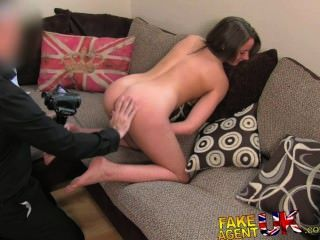 fakeagentuk性感的腿英國小雞去色情鑄造意外