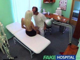 fakehospital濕和野生金發碧眼的緊緊陰部說服醫生