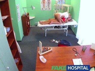 偽造的金發護士性誘惑驚人的新病人