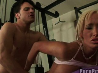 lichelle瑪麗性交在健身房