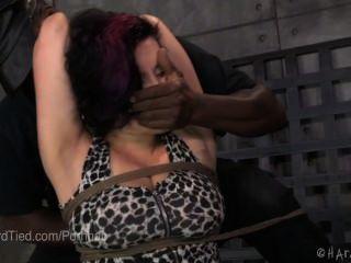 嚴格的繩索束縛和體罰