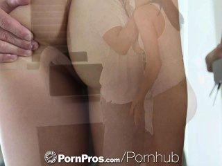 hd pornpros豐滿的冬青michaels他媽的在她的沙發上