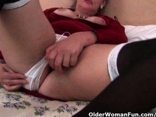 英國奶奶愛她的屁股的假陽具