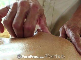 高清色情性感黑髮阿德里安娜chechik獲得洞後按摩充滿