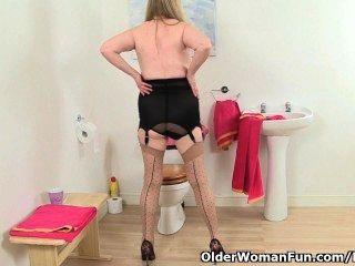 英國奶奶阿曼達degas手淫在浴室