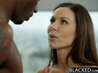 黑色的健身貝貝肯德拉慾望愛巨大的黑公雞
