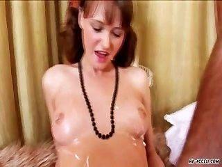 熱青少年得到她緊剃的陰部他媽的努力
