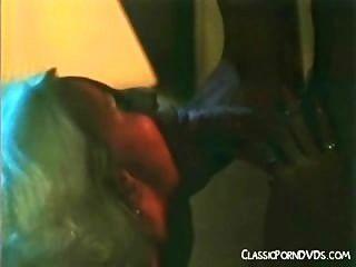 約翰·霍姆斯吸和他媽的喉嚨