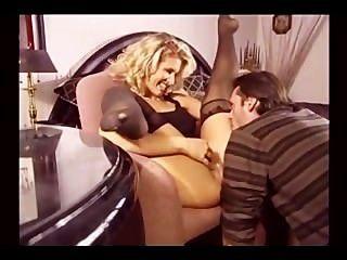 色情金髮美女在絲襪他媽的在多個位置