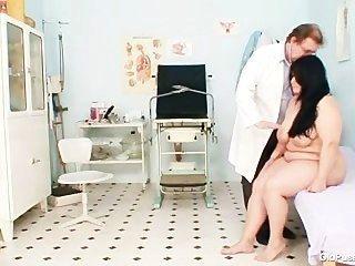 大山雀胖媽媽羅莎娜gyno醫生考試