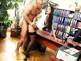 辦公室秘書他媽的絲襪和高跟鞋