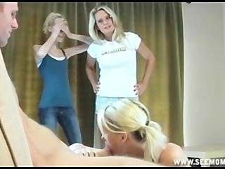 sallys stepmom教她的女兒如何吸一個大厚的雞巴