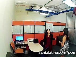 秘書被抓在手淫在辦公室