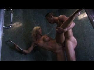 性感的大山雀金發他媽的在淋浴