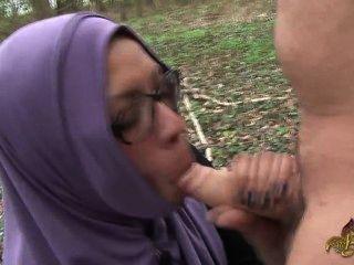 阿拉伯搭便車必須吸吮和得到屁股性交