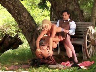 性感三人行在農村
