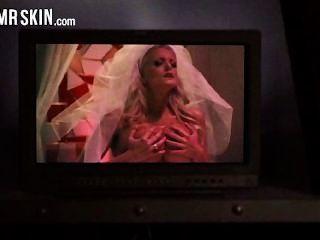 名人新娘撕裂他們的衣服和得到性交