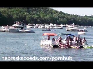 湖邊沒有邊界裸體大學女生度假