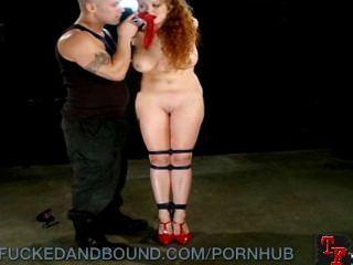 妓女在高跟鞋懲罰和性交