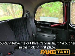 faketaxi我暨在她的屁股在我的出租車的背面