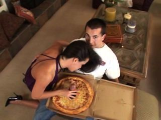 大香腸比薩餅給你