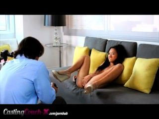 鑄造沙發x羞辱亞洲青少年他媽的現金