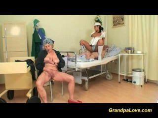 grandpapa是熱的護士