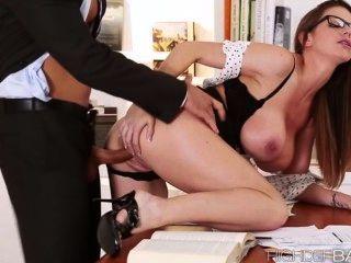 超級熱秘書brooklyns貓得到性交