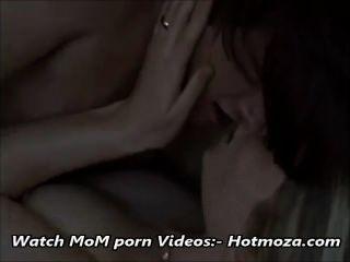 step兒子他媽的一步媽媽雖然爸爸在完整的視頻在hotmoza.com