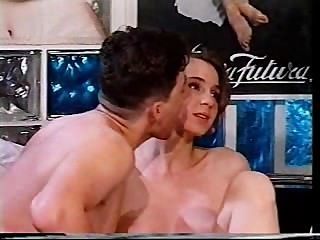 意大利女孩在現實顯示得到性交